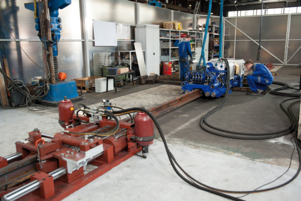 The test rig for performing closure welding simulates a realistic force ratio in the works
