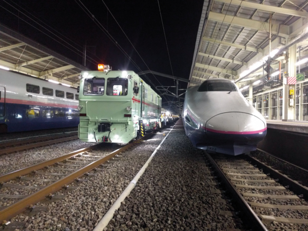 While the Shinkansen trains pause during the night, the REX-S 1200, including the APT 1500 RA, is in operation.