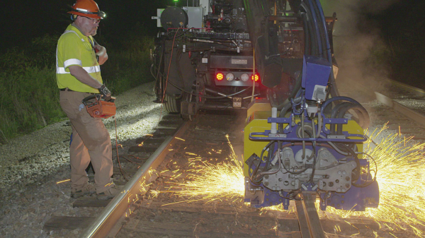 Both during the day and the night, the machine is used as a consist with so-called rail gangs.