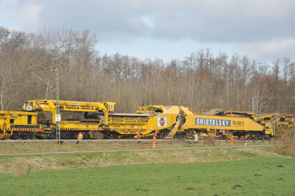 RU 800 S ballast cleaning and track renewal machine on the line between Hamburg and Cuxhaven (Germany)