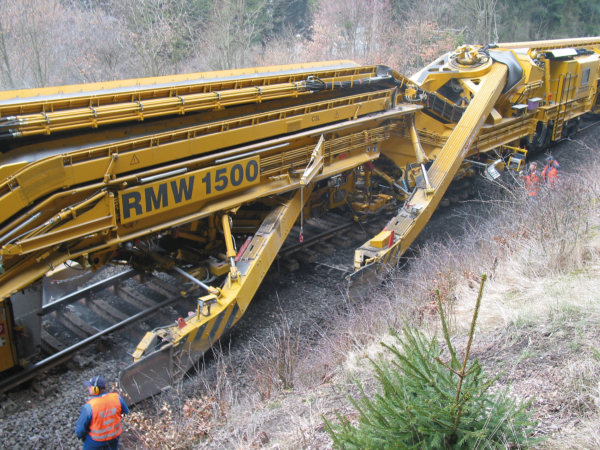 High output ballast cleaning with the RM 1500 in Germany, with two excavating chains and three screening units
