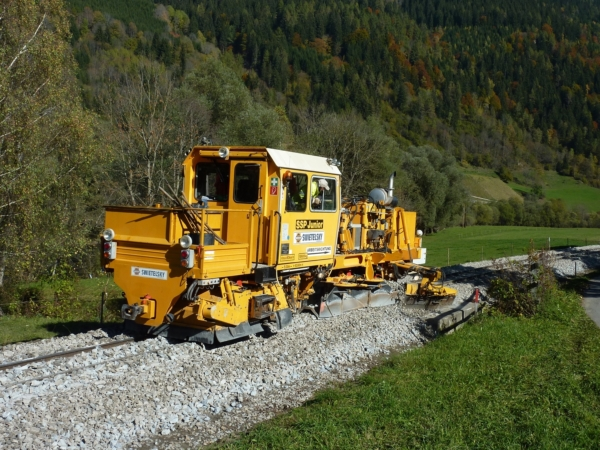 Easy ballast profiling - SSP Junior ballast distributing and profiling machine for narrow gauge tracks
