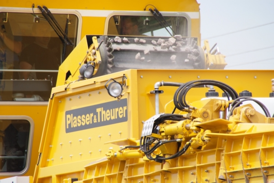 USP 2005 ballast hopper and steep conveyor belt