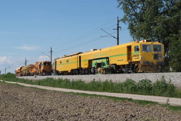 BDS 2000 together with the 09-4X Dynamic Tamping Express: MDZ 3000 in Austria