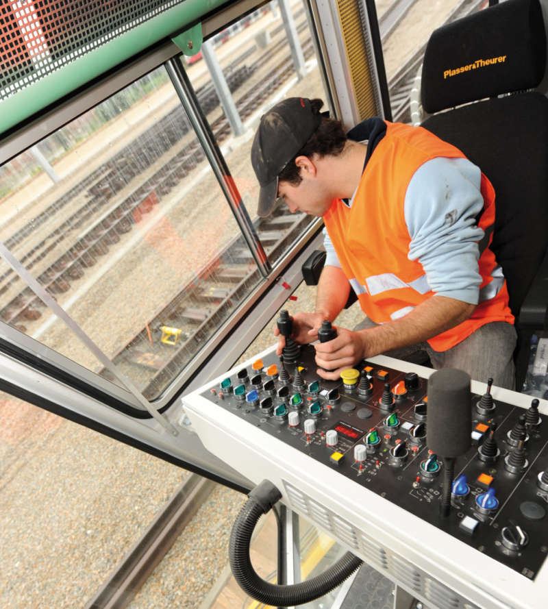 Ergonomically designed operator's seat with a good view onto the working area