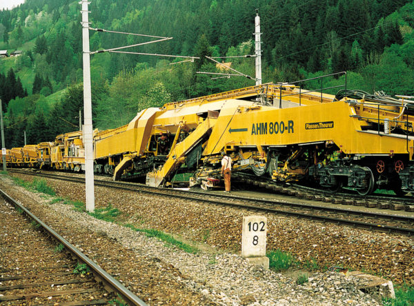AHM 800 R with MFS 100, operating in Austria