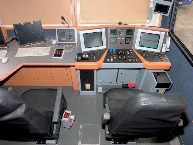 Driver's control desk and measuring desk