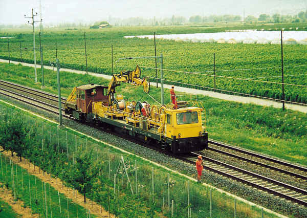 Using catenary installation machines of the FUM series, the total costs can be reduced.