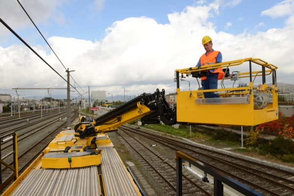 Freely moving elevating work platform with extensive equipment