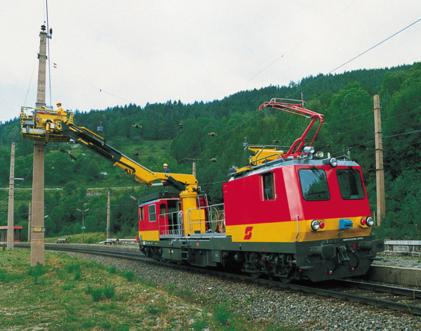 ÖBB uses several MTW 100 for overhead line installation and maintenance.