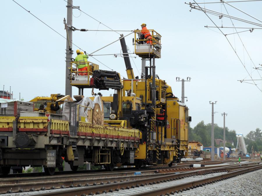 Maintenance work using a MTW 10 in Austria