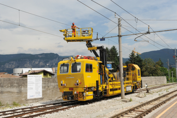 Even in narrow gauge design, the right elevating work platform ensures an optimum range of motion.