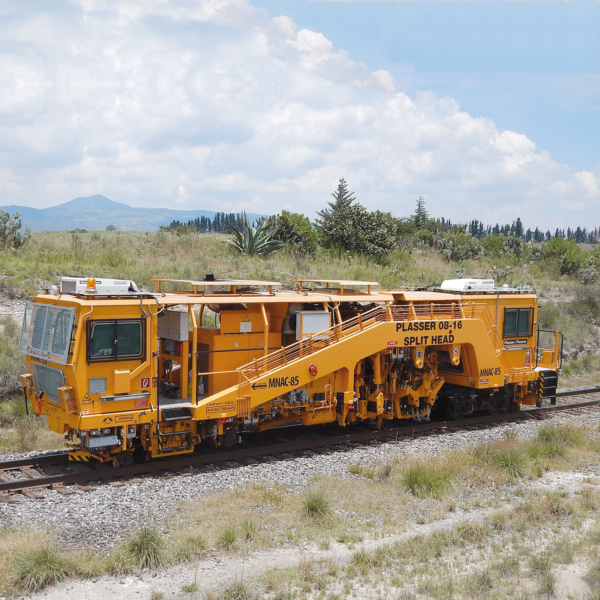 Mexico – the Plasser 08-16 SH is a versatile tamping machine for tracks and turnouts