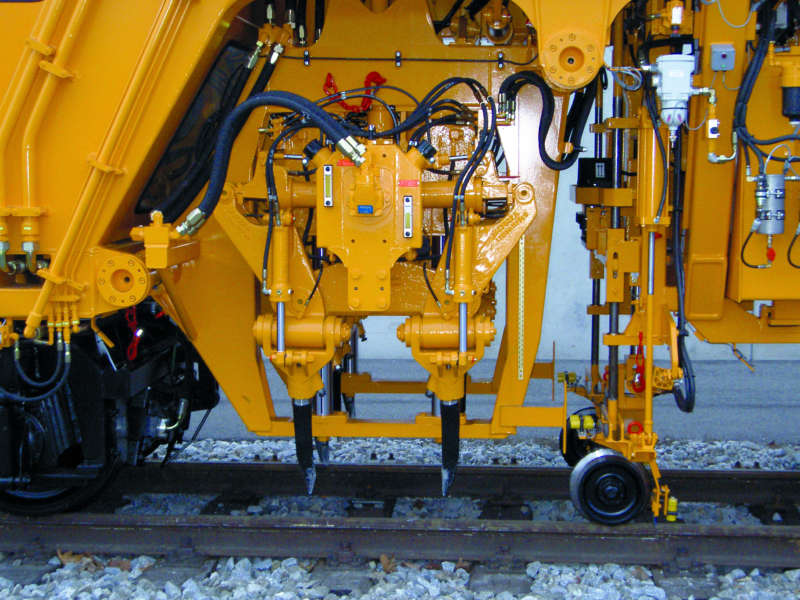Simple turnout tamping unit of a Plassermatic 08-275