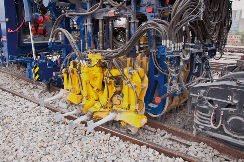 Universal tamping machines of the 09 series have two work cabins for turnout tamping, used to control the lifting and lining units and the tamping units, respectively.